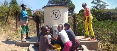 AquaAid sponsored elephant pump with children using it