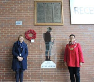 Headteacher Sally Wilson and the Mayor, Cllr Lindsay, with the silent soldier.